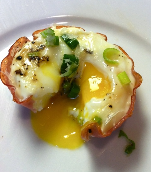 100 calorie, low-carb egg cups!