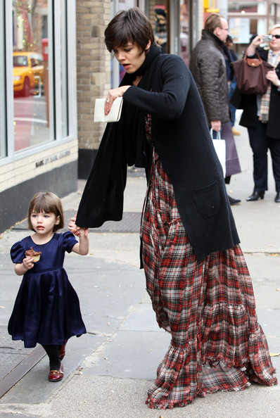 Katie Holmes and Suri eating a cupcake from Magnolia Bakery West Village